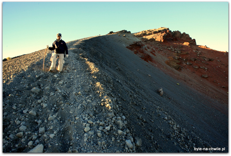 Wulkaniczne podłoże nieułatwia wchodzenia.