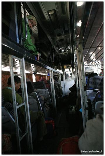 """Autobus """"delux"""" sypialny."""