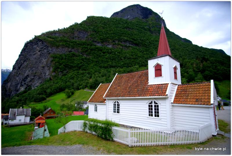 Kameralny kościół- Undredal.